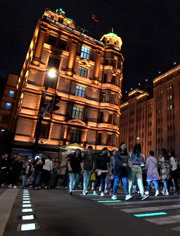 《青春環游記》廣場表演《我和我的祖國》青春團快閃獻真情